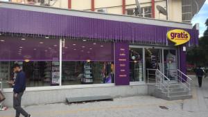 Gratis Mağazası Turgutözal Bulvarı güzel yalı mah ve Atatürk Cad Gülbahcesi Sitesi ARAZ Reklam Katkılarıyla