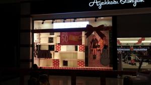 Adana Real Ayakkabı Dünyası Yılbaşı Vitrin Çalışması