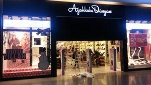 Adana Optimum Ayakkabı Dünyası Yılbaşı Vitrin Çalışması